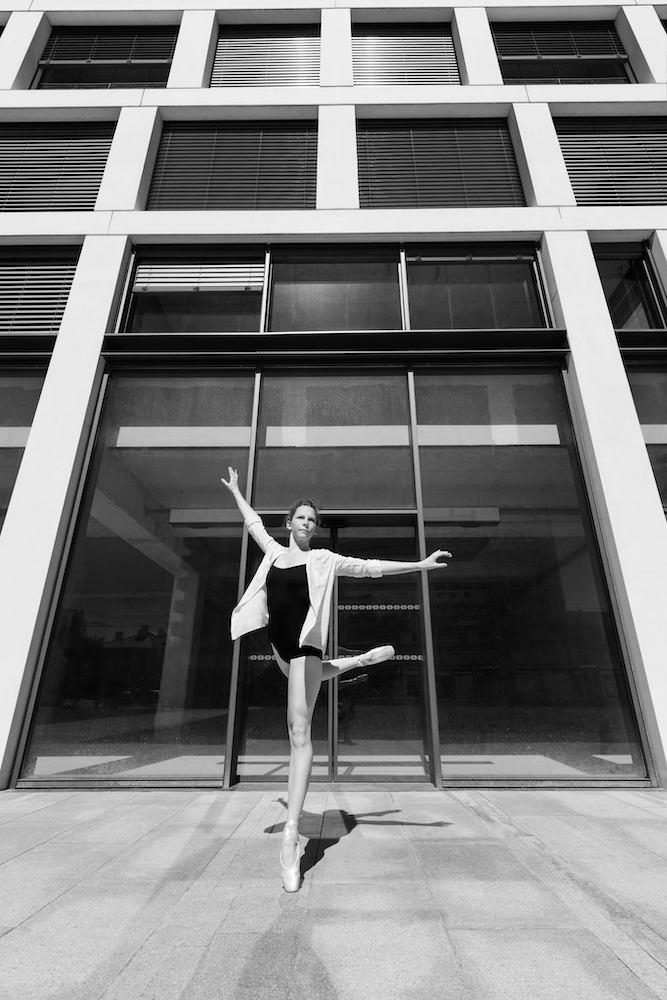 Danseuse classique architecture moderne