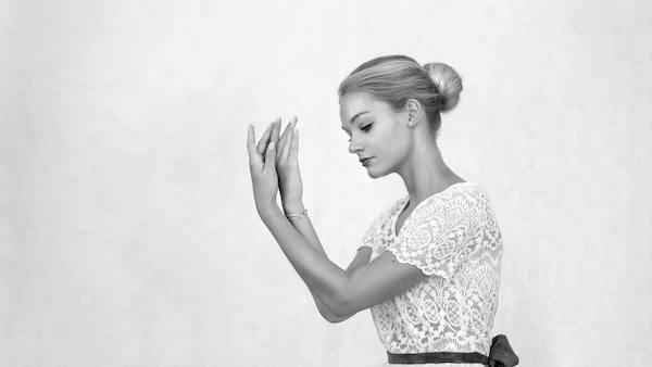 Portrait danseuse femme chignon douceur grâce