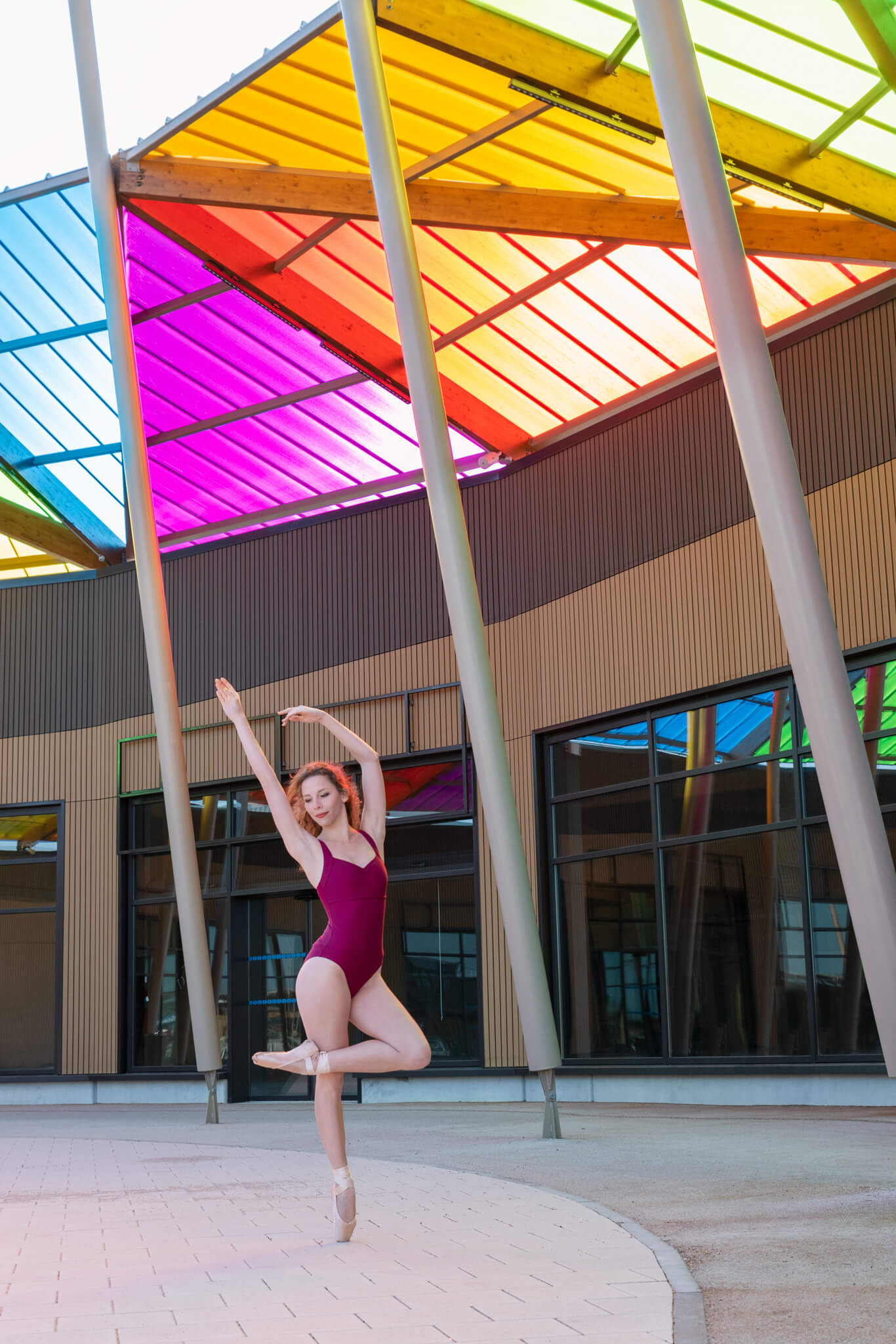 Séance photo colorée en ville danse classique pointes