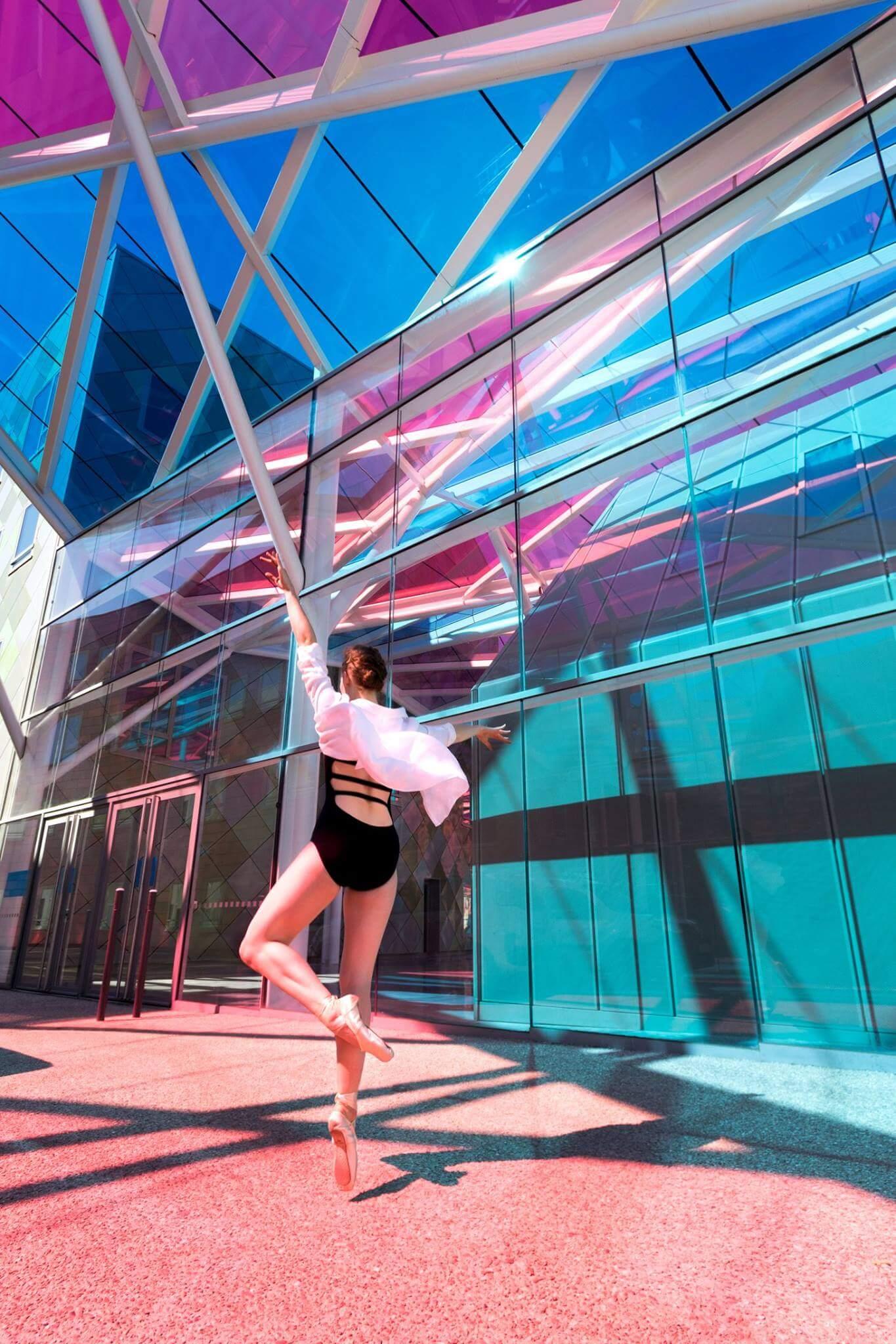 Saut danse graphique moderne architecture