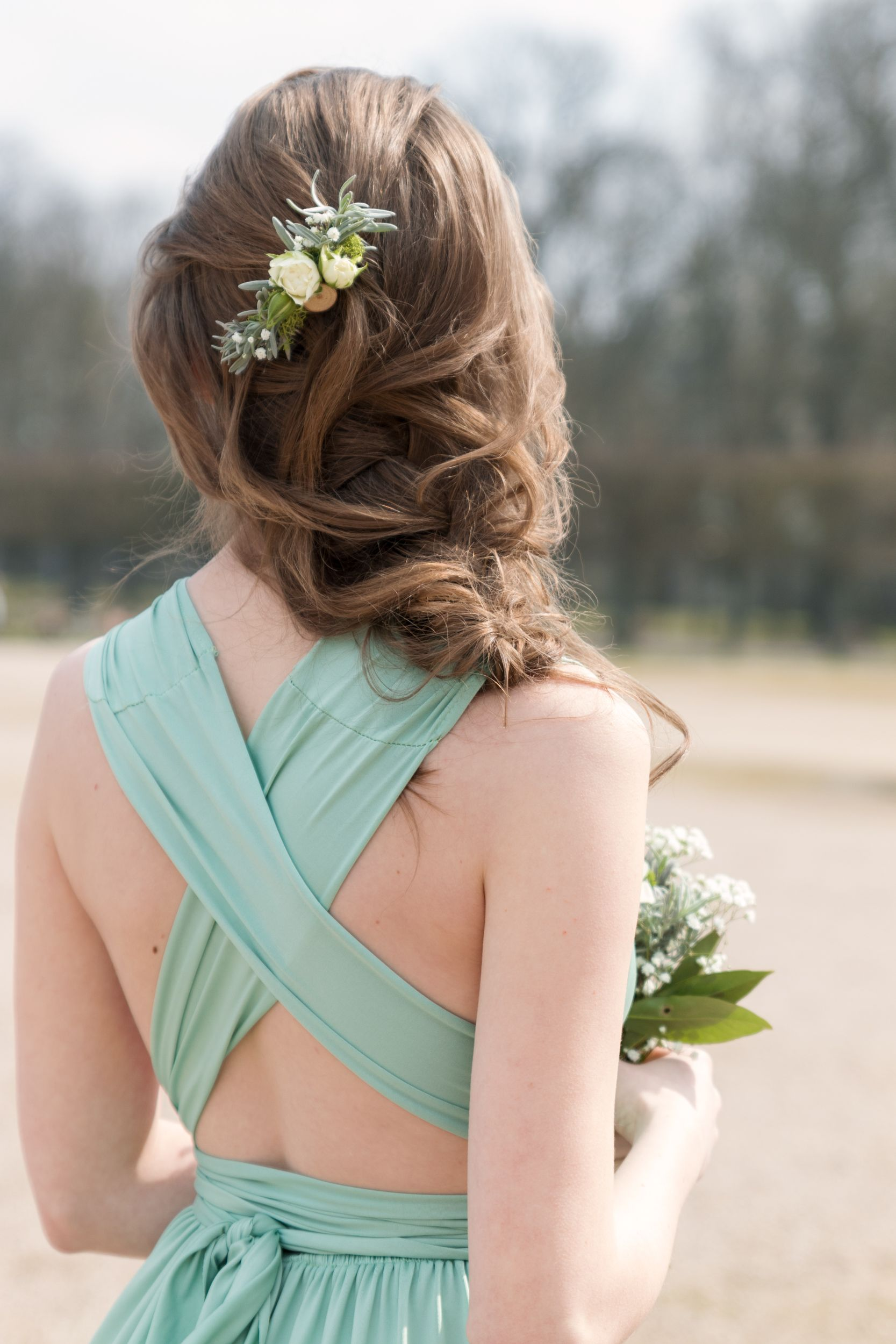 Barrette florale pour coiffure de mariage à Lunéville
